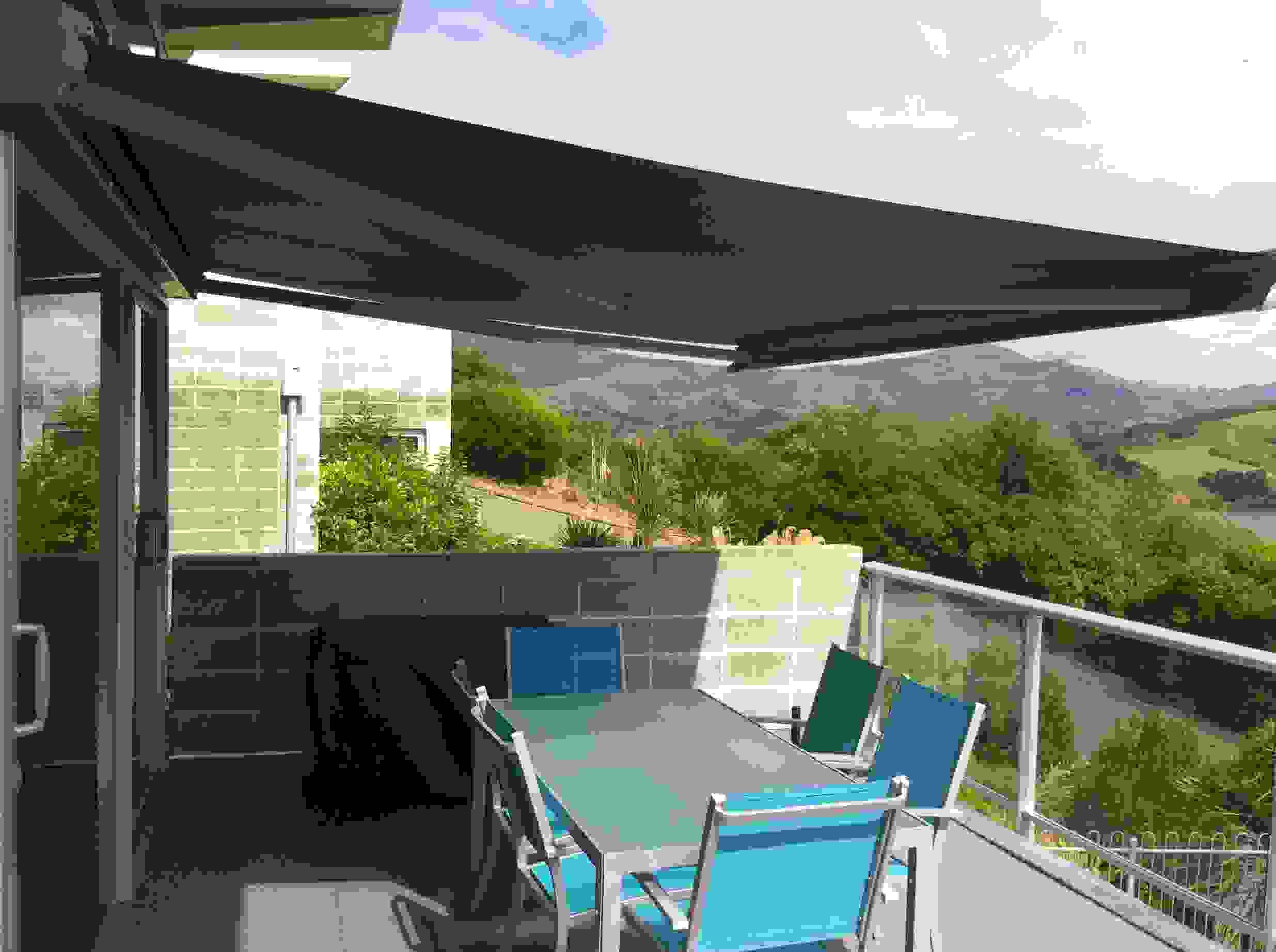 Cabriolet Retractable Awning