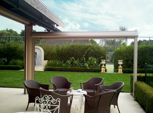 See through Calido Zip acting as a barrier between a sitting area and the backyard