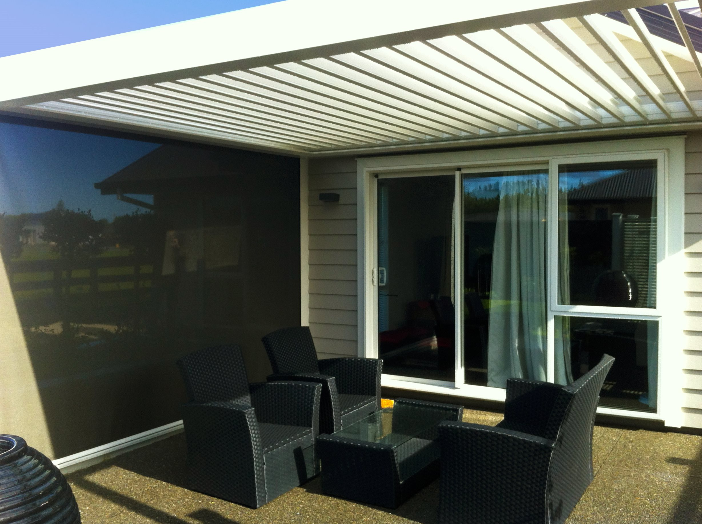 Caldio zip with cover down shading outside sitting area